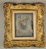Prévisualisation de Gruppenporträt mit zwei Frauen und einem Mann… imagettes