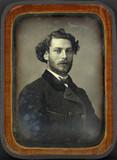 Visualizza Portrait d'homme jeune, en buste, de trois-qu… anteprime su