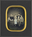 Visualizza Groupe familial : couple et quatre enfants anteprime su