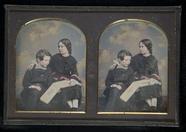 Prévisualisation de Geschwisterpaar mit einem Buch. imagettes