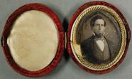 Visualizza Porträt eines Mannes mit Bart in einer ovalen… anteprime su