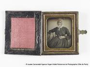 Prévisualisation de Portrait de femme. Il s'agit d'une femme âgée… imagettes