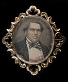 Visualizza Portrait of captain C. J. Lönnqvist on brooch… anteprime su
