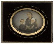 Visualizza Studio family portrait depicting Dombrádi Nag… anteprime su