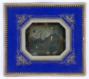 Visualizza Porträt eines unbekannten Paares, sitzend. Li… anteprime su