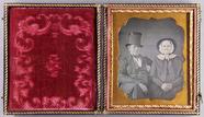 Visualizza Bildnis eines älteren Ehepaares, er mit Zylin… anteprime su