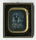 Visualizza En face Gruppenbild von vier jungen Menschen.… anteprime su