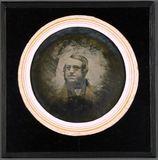 Miniaturansicht Vorschau von Herrenporträt, runde Platte mit einem Durchme…
