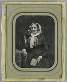 Prévisualisation de Ältere Frau mit Buch in der Hand imagettes