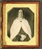 Visualizza Frau mit Cape, USA, ca. 1847. anteprime su