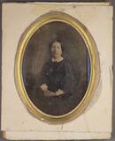 Thumbnail preview van Knieporträt einer Frau.