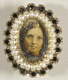 Visualizza Bildnis einer Frau umrahmt von einem Perlenkr… anteprime su