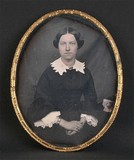 Forhåndsvisning av Portrait de femme, à mi-genoux, assise, de tr…
