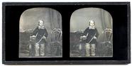 Miniaturansicht Vorschau von Die kolorierte Stereoaufnahme zeigt einen Jun…