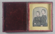 Miniaturansicht Vorschau von Double portrait of two children dressed ident…