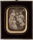 Visualizza Unbekannte Familie mit drei Töchtern anteprime su