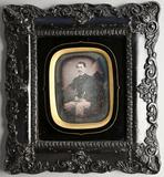 Visualizza Portrait eines jungen Herrn am Tisch sitzend,… anteprime su