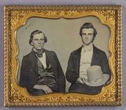 Prévisualisation de Halbporträt von zwei jungen Männern, einer mi… imagettes