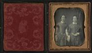 Miniaturansicht Vorschau von Portrett av to kvinner. De berører hverandres…