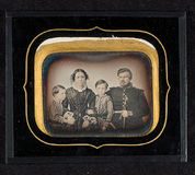 Visualizza Family portrait of the Angells. anteprime su