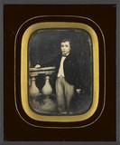Miniaturansicht Vorschau von Portrait de jeune garçon, à mi-genoux, debout…