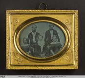 Visualizza Gruppenbild (drei Frauen, zwei Männer) Mutter… anteprime su