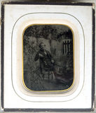 Visualizza Portrait of a man, sitting in a chair in a ga… anteprime su