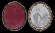 Visualizza Portrait d'un jeune homme barbu. Militaire as… anteprime su
