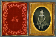 Thumbnail preview of Mädchen in kariertem Kleid, USA, ca. 1852.