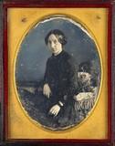 Miniaturansicht Vorschau von Portrait de femme, à mi-genoux, assise, de tr…