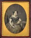 Thumbnail preview of Portrait de jeune femme, à mi-jambes, assise,…