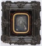 Thumbnail preview of portrait en buste d'un homme en studio, médai…