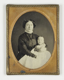 Thumbnail af Portrait of a woman with baby in arms