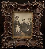 Visualizza Portrait of three children - siblings anteprime su