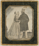 Visualizza Portrait of a couple, standing with their bac… anteprime su