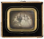 Visualizza Gruppeportrett av familien til sokneprest Ola… anteprime su