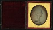 Visualizza Bas-relief stucco  profile of lady facing rig… anteprime su