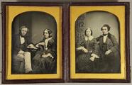 Miniaturansicht Vorschau von Ehepaar an einem zwischen ihnen stehenden Tis…