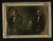 Visualizza Mann sitzend auf Bücher gestützt, um 1850. (s… anteprime su