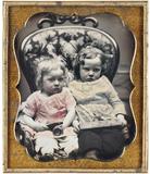 """Stručný náhled """"Diese beiden Kinder, denen das Porträtieren …"""