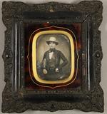Visualizza Junger Mann mit weißem Hut und einer karierte… anteprime su