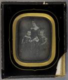 Visualizza Frau Amalie Schumacher mit ihren beiden Töcht… anteprime su