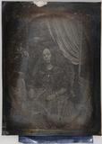 Visualizza portret van een vrouw, zittend, frontaal, gor… anteprime su