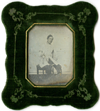 Miniaturansicht Vorschau von Mann in Uniform mit Säbel, Österreich (?), ca…