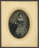 Esikatselunkuvan Portrait de petite fille, en pied, debout, de… näyttö