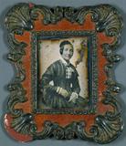 Visualizza Frau in kariertem Kleid, ca. 1850, im Rahmen. anteprime su