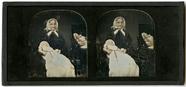 Thumbnail preview of Ältere Dame mit Kind im Arm neben einem Spieg…