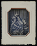 Visualizza Mutter mit ihren beiden Kindern, die Ältere s… anteprime su