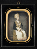 Visualizza Bride in national costume and  with a bridal … anteprime su