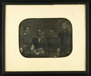 Miniaturansicht Vorschau von Portrait of an unknown woman and three boys